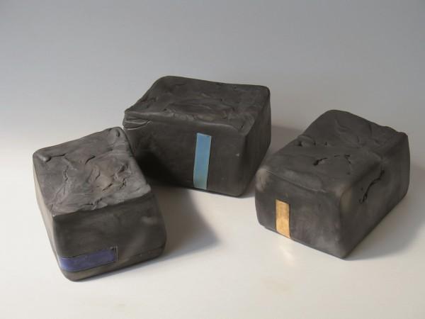 urns_black_ceramic_enamel_gold.jpg