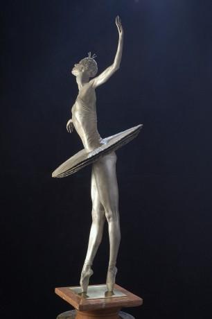 ballerina_sculpture.jpg